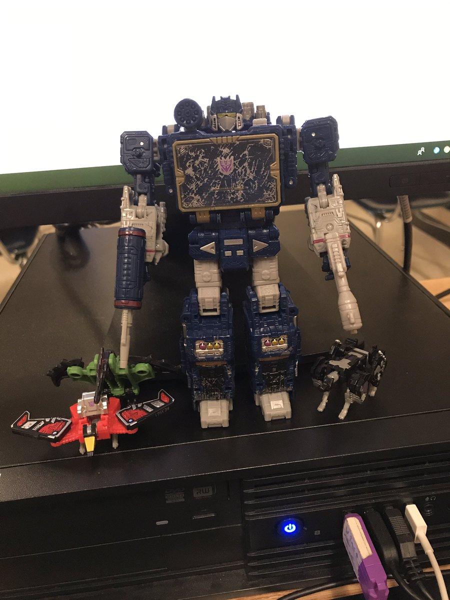 Soundwave and his animal friends! #deskbot