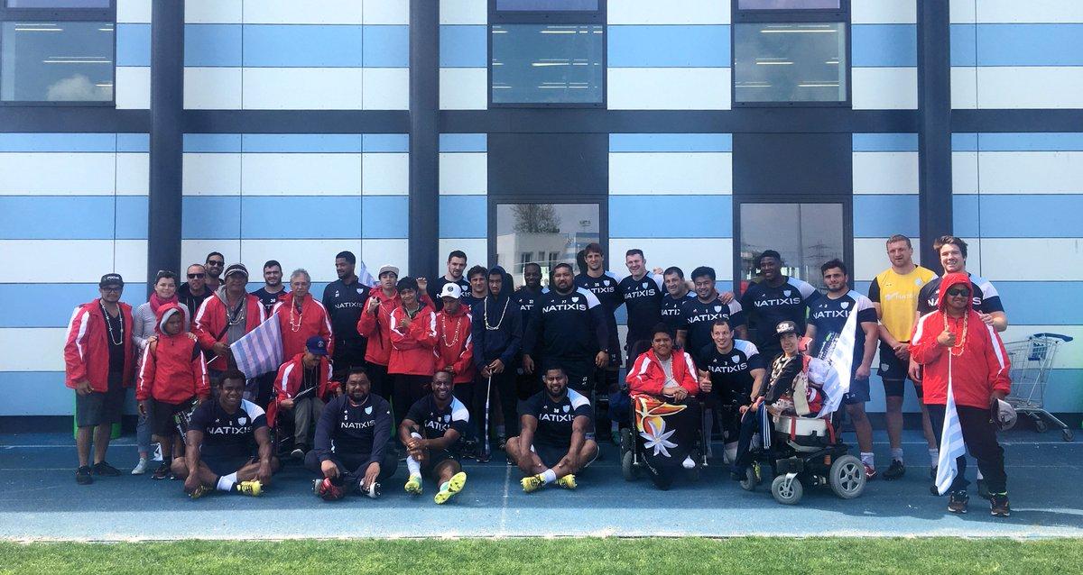 Les jeunes du FRAT de Papeete sont venus rencontrer les Ciel et Blanc ce matin, un joli moment de partage...   #RacingFamily https://t.co/FwSGVhDcPf
