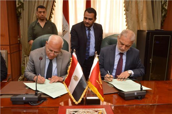 توقيع عقد تمليك لأكبر مصنع لإنتاج النسيج في #بورسعيدhttp://bit.ly/2WgqzpU