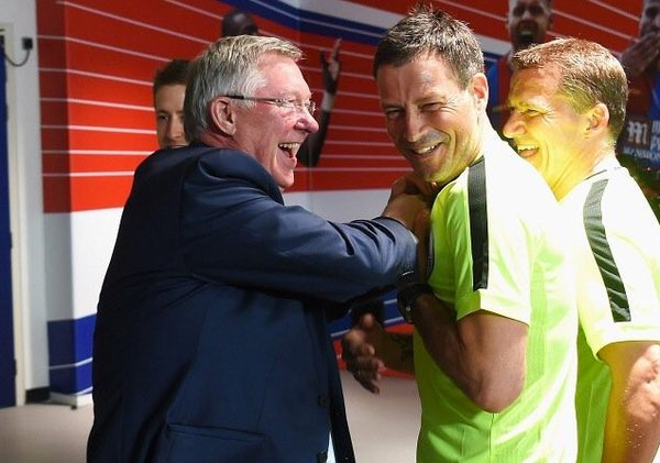 Fergie jokingly stuffing something in Marks shirt pocket just before kick-off, prompting a fit of giggles? Vomit inducing stuff.