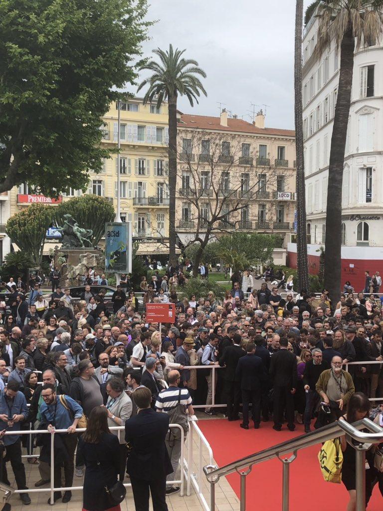 Dans la queue de Quentin Tarantino  (une phrase que je ne dis pas souvent). #Cannes2019 @Festival_Cannes @SonyPicturesFr #OnceUponATimeInHollywood #QuentinTarantino