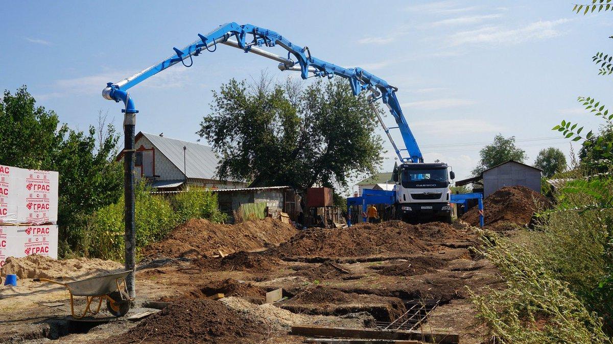 подача раствора бетононасосом