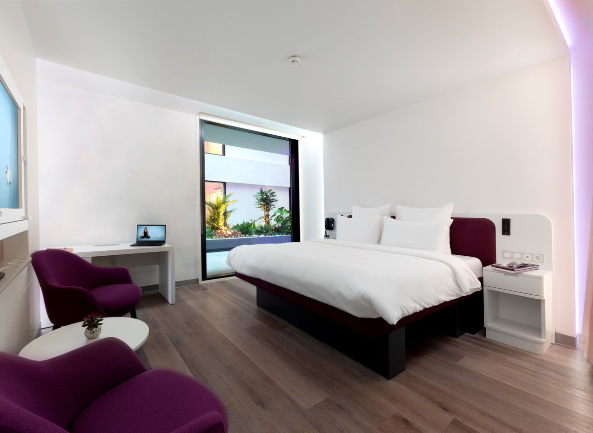 Europe's biggest airport hotel is at #IstanbulAirport. Located at the terminal building, @YotelHQ and YOTELAIR are at the service of our passengers with their total 451 landside and airside rooms equipped with the state-of-the-art technology. ✈