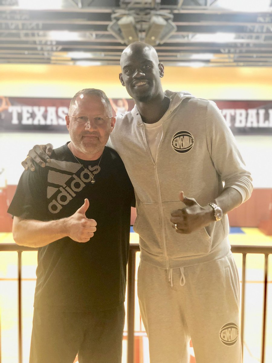 of my favorite #Aggies in the  stopped by: @B_Davis0 ('10)  He played in @marchmadness every  of his career, &amp; just finished his th season professionally!<br>http://pic.twitter.com/btmPpxyJlz