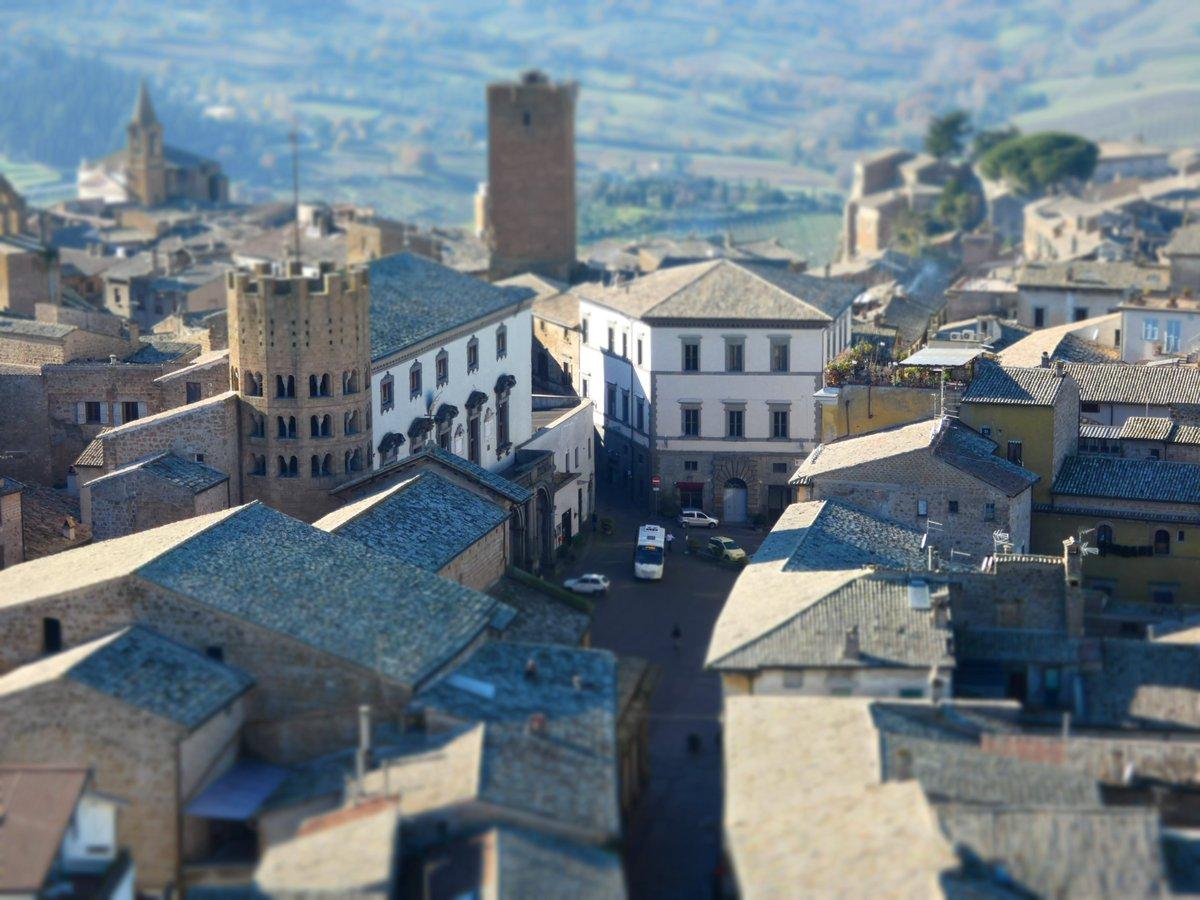 Un pequeño día cualquiera...  ( Foto: #Orvieto , desde la Torre del Moro, @ADiazArnido , 2018) #Umbria #Italia #fotografía