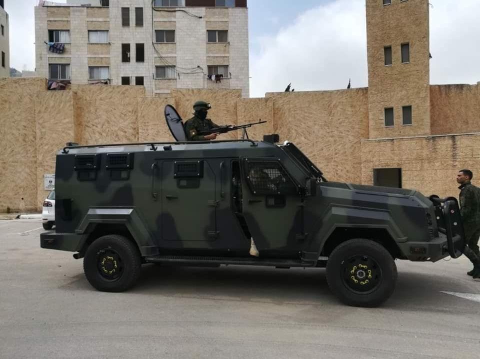 Израильские СМИ со ссылкой на палестинские источники во вторник, 21 мая, опубликовали фотографии бронемашин, переданных палестинской полиции и доставленных через Иорданию