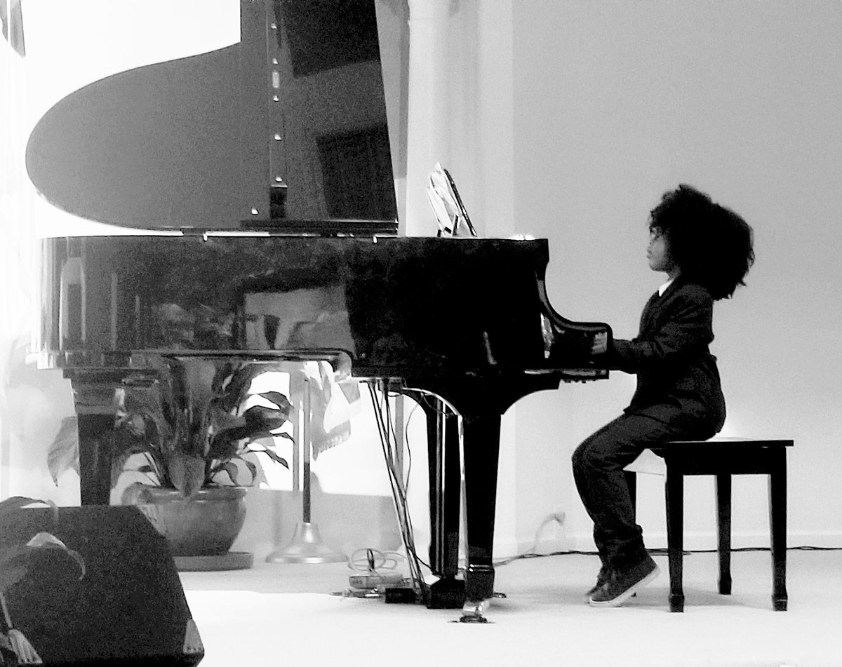 Spring Recital. He was everything  #TheBoy #MylesB #frobabies #myhaircrushkids #kinkycurly #realhair #naturalhair #kinkycurly #curls #kinkliciouskids #HycheBabies   @johnlegend .....he looks up to you!!pic.twitter.com/4i8AH9nXz6