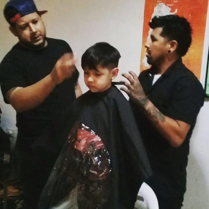 En el dia de ayer en instalaciones del CGBa N°2 del Barrio Pujol, Hugo Gonzalez y sus alumnos de peluqueria SGK se acercaron para una jornada de corte de pelo a nuestros pibes y pibas de @ALibertad2019  Gracias a la @munimadryn por facilitarnos el espacio . @AxelCac  @ric_sastre