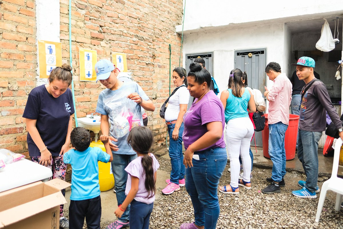 IsraAID delivers urgent aid to Venezuelan refugees in Colombia. Read more: bit.ly/IsraAIDColombia Pictured: relief distribution in Cúcuta with @funvecuc #VenezuelaCrisis #refugees