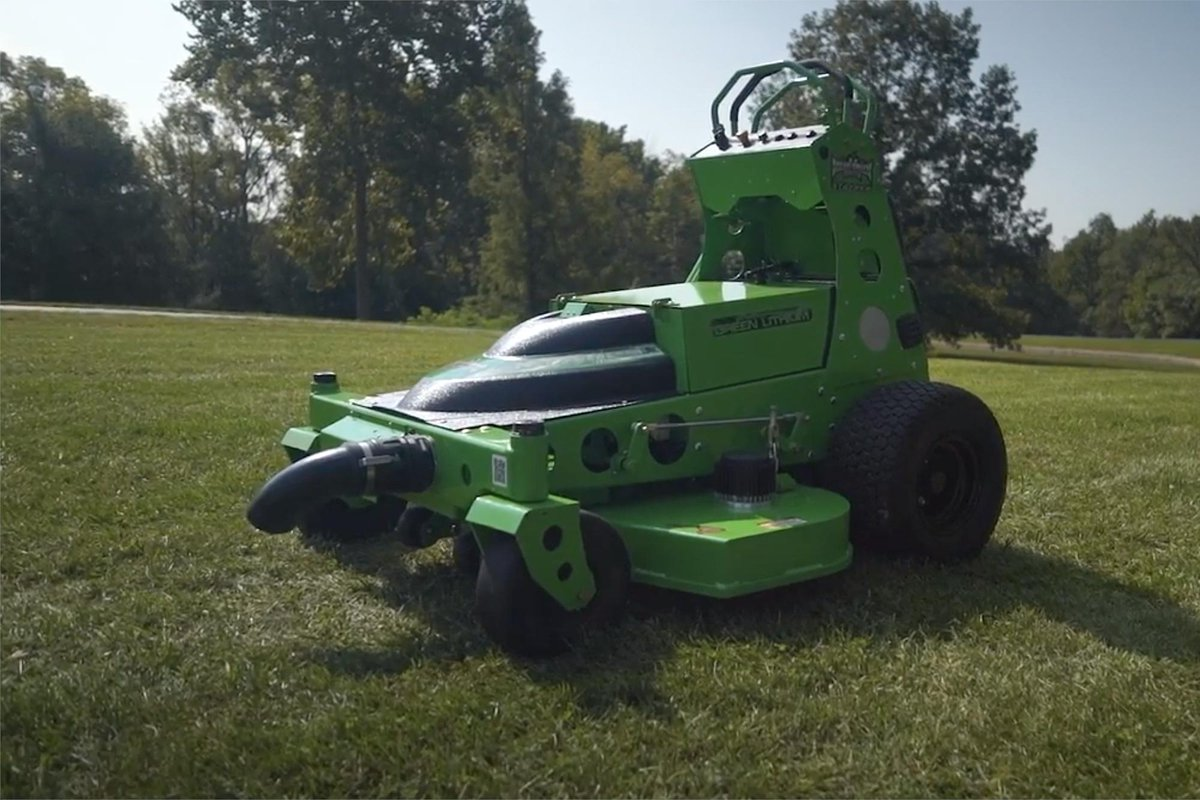 Fun fact: STALKER stands for STAnd on wALK behind mower, the perfect name for this stealthy machine that hunts down unsuspecting grass in the most demanding small areas. Neither the grass nor the homeowner will hear it coming!   https:// hubs.ly/H0hRGl-0  &nbsp;    #stealthmode #ridingmower<br>http://pic.twitter.com/NHTTAHr9lx