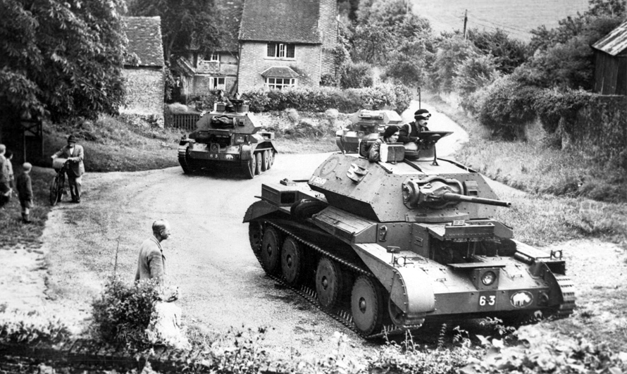 Cruiser tanks of the British 1st Armoured Division drive through a village in Surrey, July 1940. #WW2pic.twitter.com/4s0GlYJinj