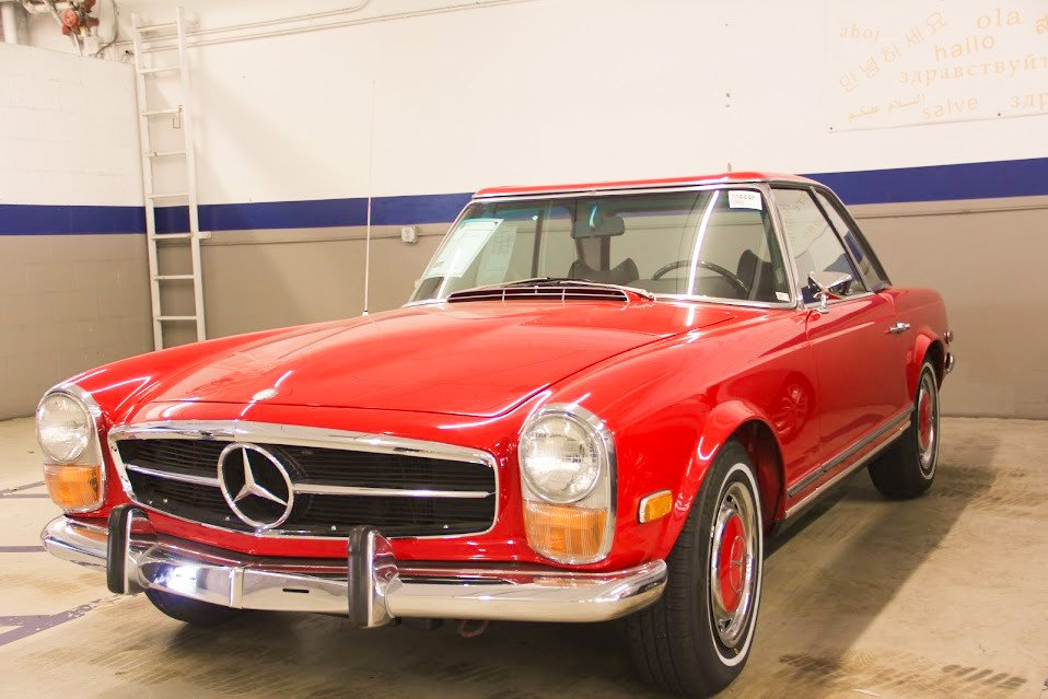 #tbt Meet Mercedes Benz 1971 SL class. How do you rate this car from 1-10?  #throwbackthursday #tbt #throwback #mbencino #mercedesbenz #carlifestyle #carswithoutlimits #amggt #sl #auto #luxurycars #biturbo #amggang #amgperformance #sclass #mercedesbenzamg #thebestornothing https://t.co/gcT92W61KJ