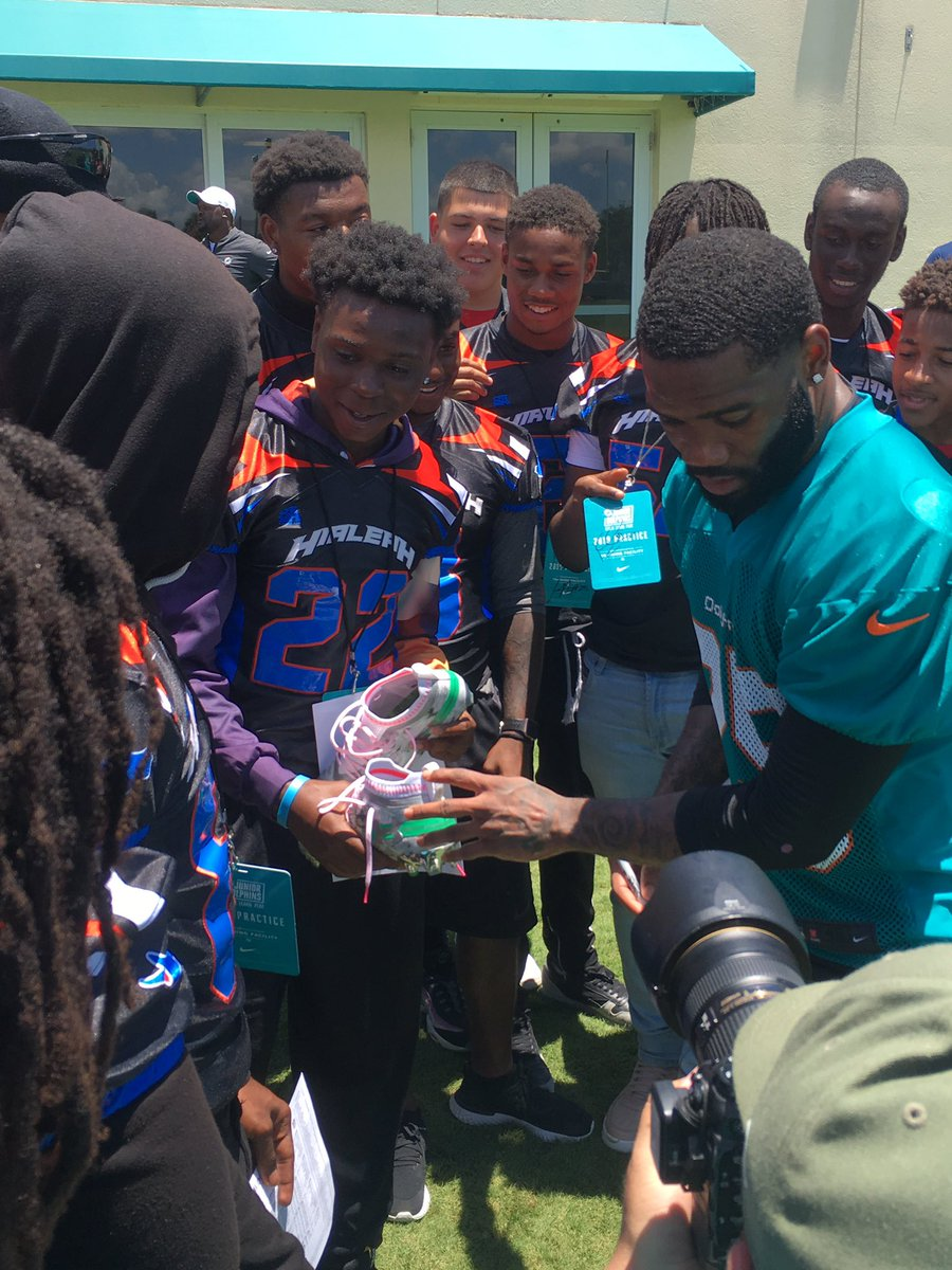 Miami Dolphins CB Xavien Howard gives a pair of his cleats to a Hialeah High football player. <br>http://pic.twitter.com/Z2IsuwrFvW