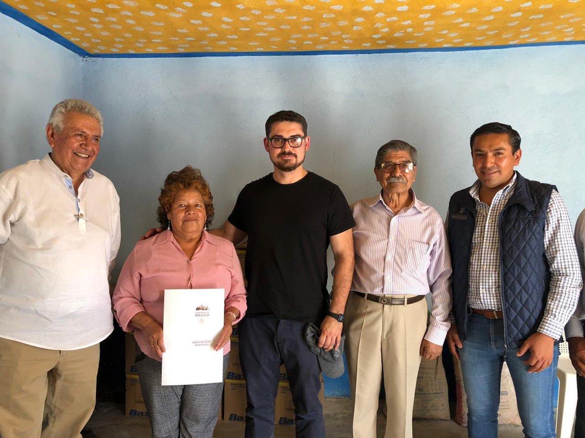 En este recorrido por el @municipio_pedro Escobedo tuve el gusto de conocer a la Sra. María de la Luz Hernández Martínez y entregarle su certificado parcelario.