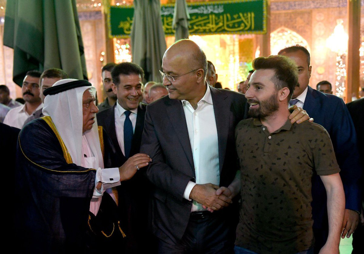 رئيس الجمهورية @BarhamSalih يتشرف بزيارة مرقد الإمامين الكاظمين (عليهما السلام) .