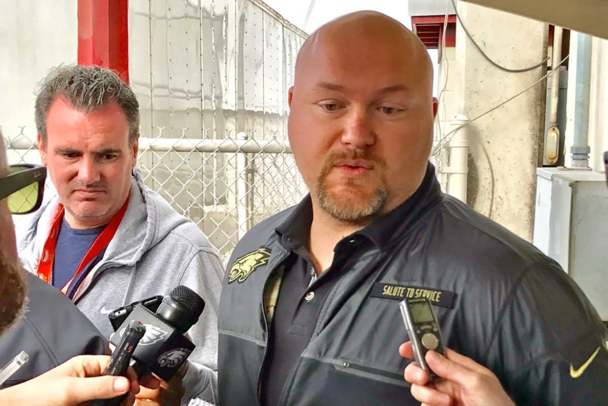 "#Jets fans, here are some great nuggets from @caplannfl on Joe Douglas.  ""Joe Douglas would almost certainly leave the Eagles if the Jets offer him their GM job.""     https:// ustadium.co/HTwPawSpSW  &nbsp;  <br>http://pic.twitter.com/gPCChQA0mI"