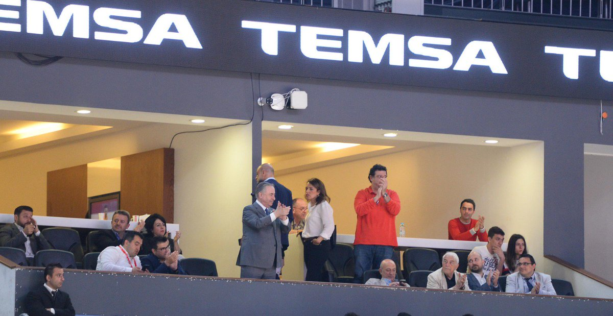 Başkanımız Mustafa Cengiz, Yönetim Kurulu Üyelerimiz Erol Özmandıracı, Ömer Cansever, Mahmut Recevik ve Dilek Kutlu Galatasaray Doğa Sigorta - Gaziantep Basketbol karşılaşmasını Sinan Erdem Spor Salonu'nda takip ediyorlar.