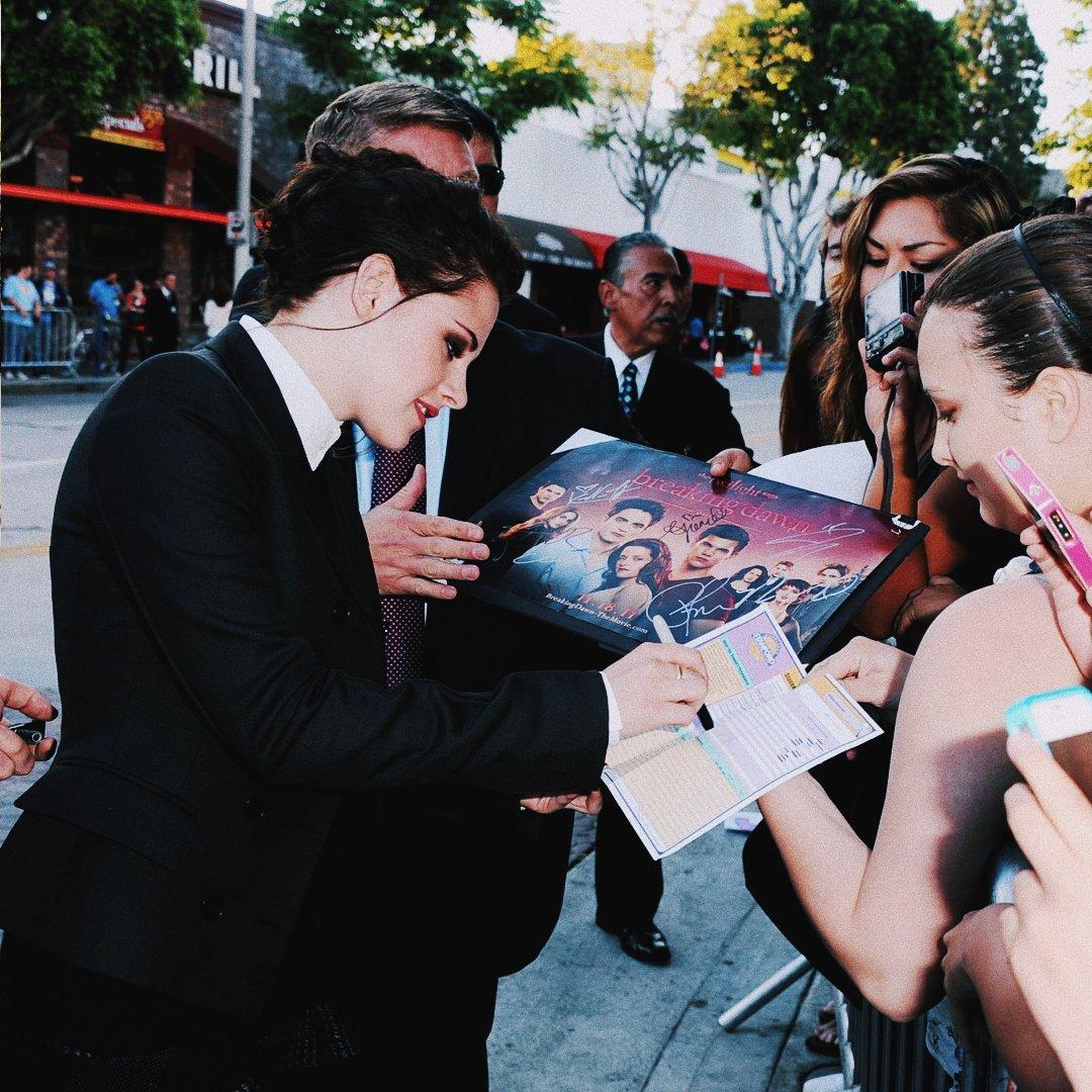 """""""My fans are the best part of my job."""" — Kristen Stewart 💗 #KristenStewart #KStew"""
