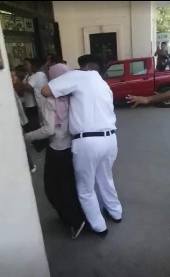 """Thread: Hundreds of secondary school students (10th grade in #Egypt) protested this week spontaneously against the failure of the new """"tablet"""" exam system. Devices didn't work, internet was down... etc. Security responded by brutally arresting numbers of them."""