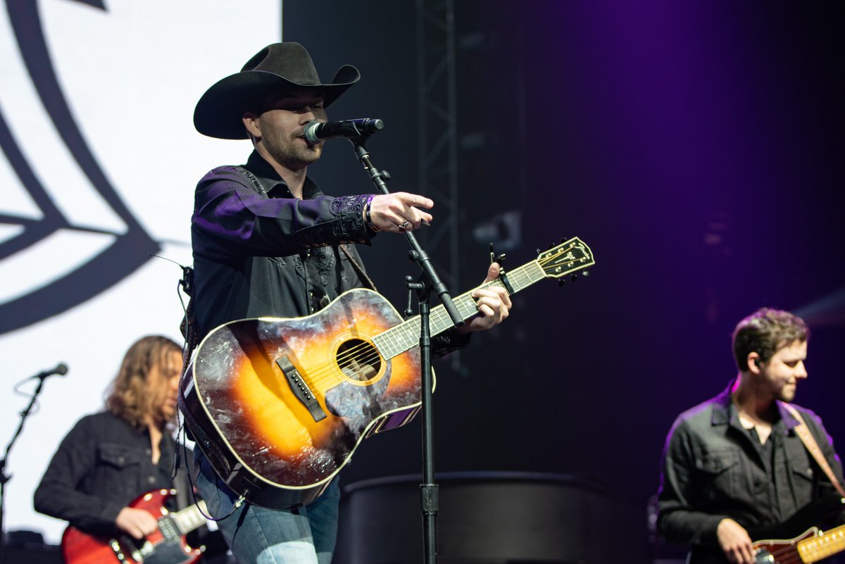 More photos from Friday night's amazing @OfficialJackson show with @wmmorgan & @ASDaughtry now posted on our Facebook page. Check them out. https://www.facebook.com/LJVMColiseum/  While you're here, give @Michael_Shaw a follow. His photos are !  #WSNC #WinstonSalem #AlanJacksonTour #LJVMpic.twitter.com/vXVdKOIQJC