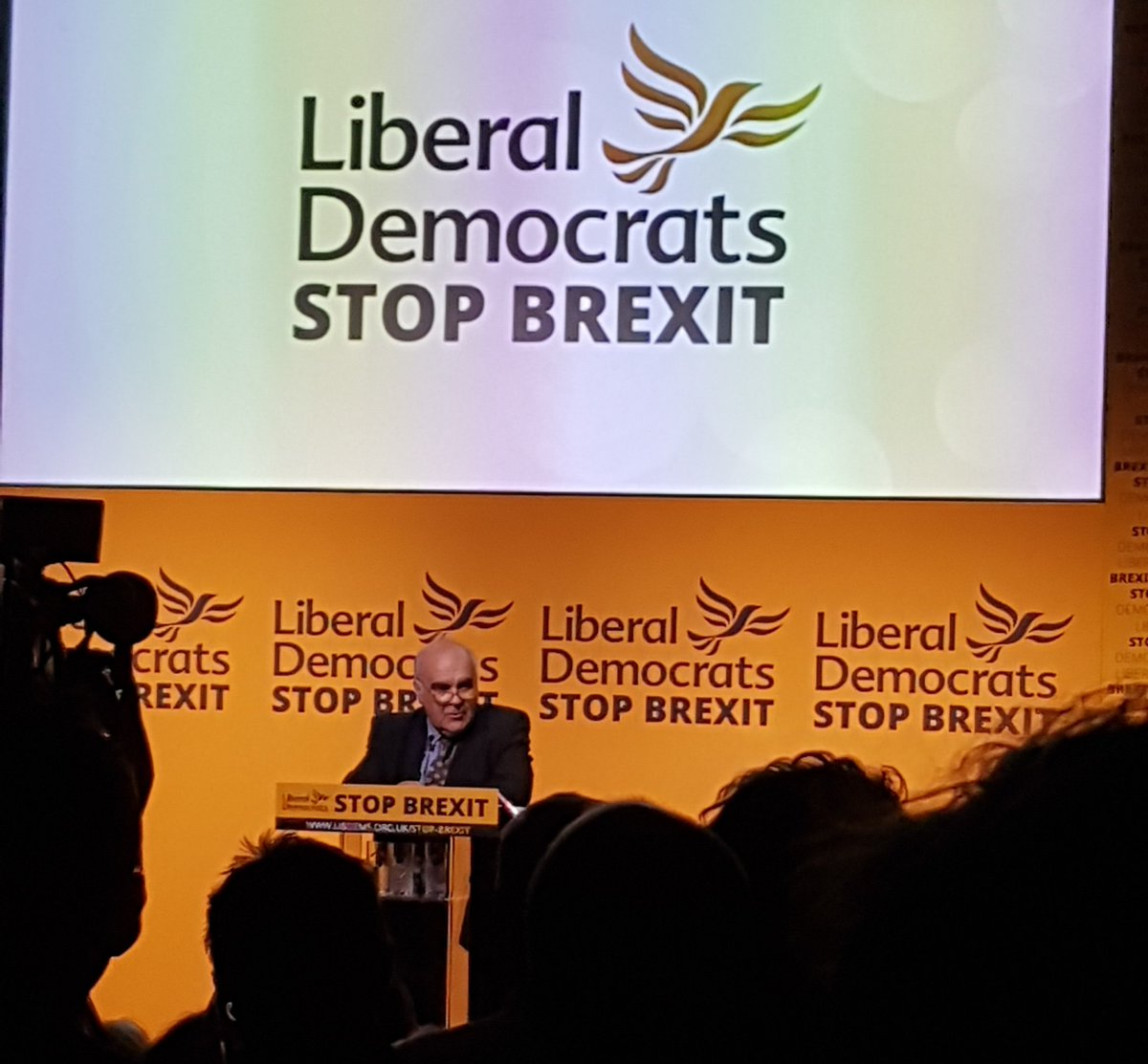 Andrew MacKinlay, Lab MP 1992-2010, and Labour member for 52 years, at our #StopBrexit rally, encourages current and former Labour members to #VoteLibDem on Thursday.    <br>http://pic.twitter.com/WHmLWBDedB
