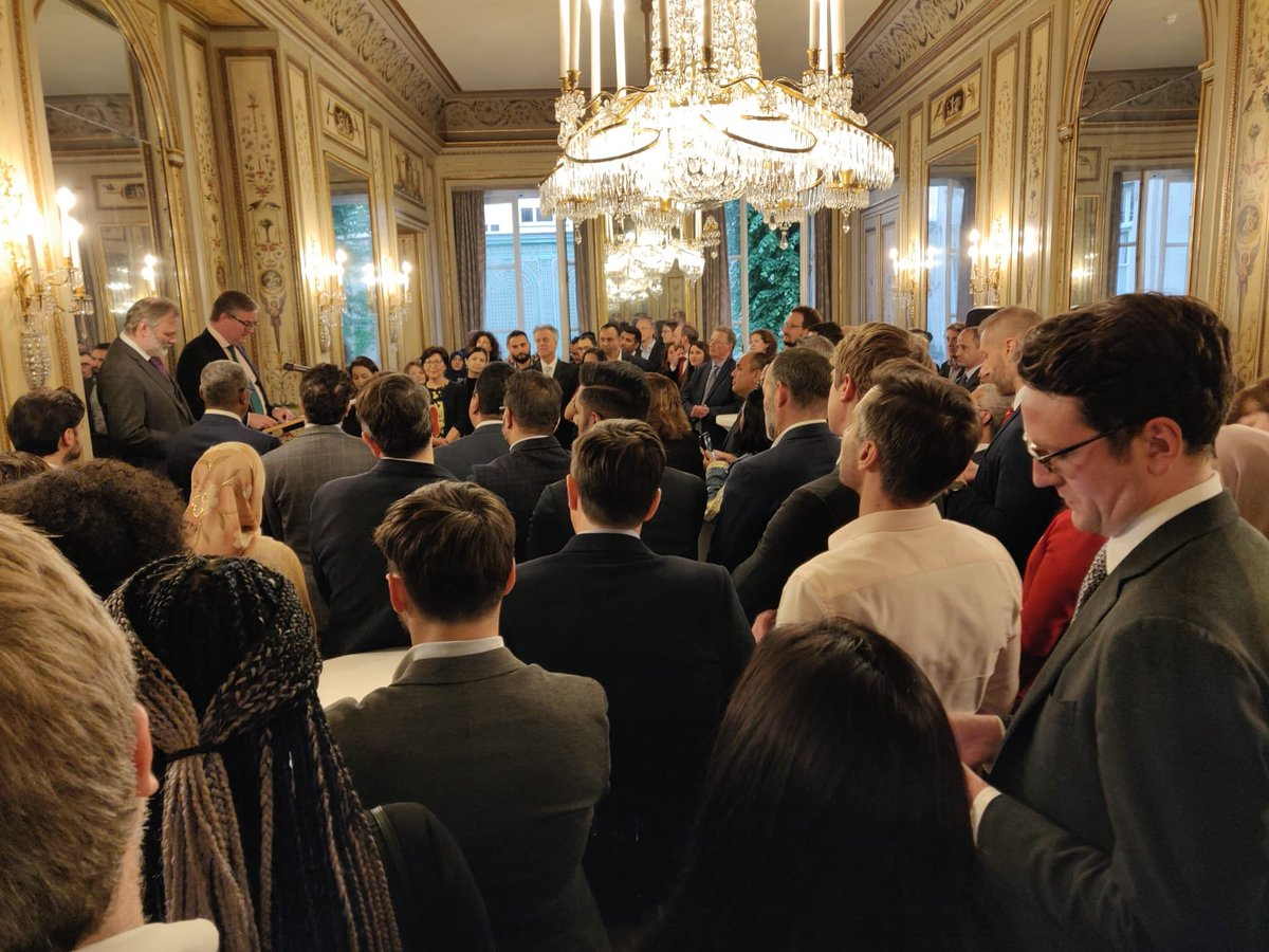 «We need more diversity in Brussels. The institutions are not quite so male. But they are still very white.» Commissionner @JKingEU at the UK Embassy in Brussels Iftar - thanks for reading my article friend 👍🏾👍🏿👍🏽  #BrusselsSoWhite https://t.co/HQGUkdswM8