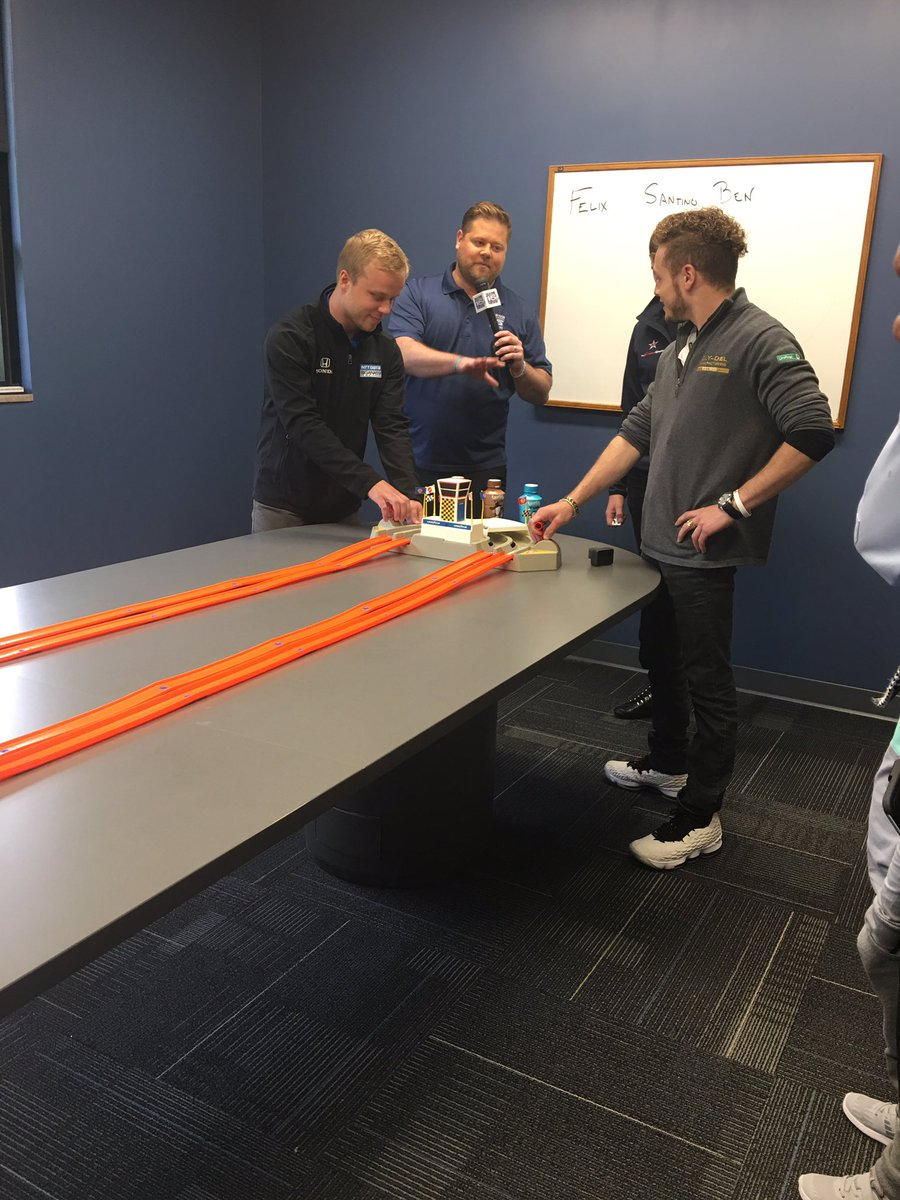 In Fort Wayne for #IndyCarMediaDay. Our first stop @wane15 has drivers playing with hot wheels before heading in for their interviews. @SantinoFerrucci
