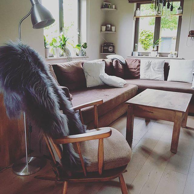 tijd om ons te nestelen tegen ons nieuw vel. 😊 #icelandic #sheepskin #ijslandse #schapenvacht #laine de #mouton de #islande #knittingspace #interieur #interiordecor #decoration #luxury #living & #lifestyle #mars & #more #back2nature #collection met d…