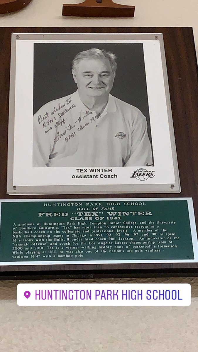 Tex Winter (triangle) in Huntington Park High Hall Of Fame. @kobebryant would rave about him  #HP<br>http://pic.twitter.com/2LiT56kYvp