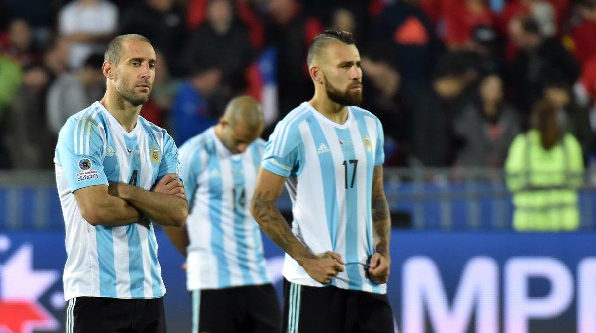 - لم يخسر المنتخب الأرجنتيني أي مباراة في آخر 3 نسخ من كوبا أمريكا، لكنه لم يتوج باللقب.   🤷🏻♂️🇦🇷.