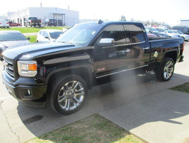 Leather interior, #Bose premium audio and more! Get a great deal on this fully loaded Pre-owned 2014 #GMC Sierra 1500 #4WD SLT. See here for details: https://bit.ly/2wc1M7D