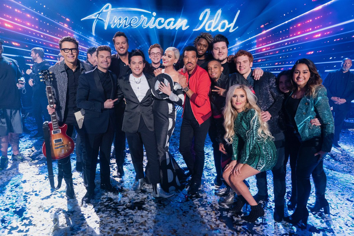 .@TheLaineHardy this whole crew has their light up for you. We're so proud of ya! Y'all check out his debut single #Flame: http://hollywoodrecs.co/AmericanIdolS2 #AmericanIdol