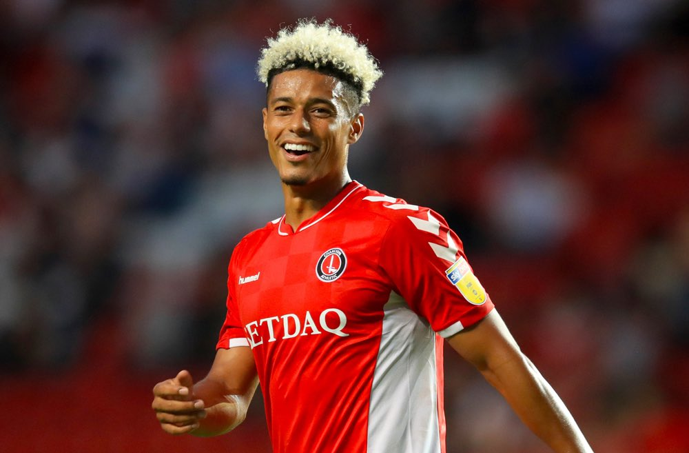 Lyle Taylor has scored 25 goals in his 1st season for #Charlton. The last #CAFC player to score 25 goals in a season was Andy Hunt in 1999-00. The last #Addicks player to score 25+ in his debut season for the club was Clive Mendonca with 28 in 1997-98. Omen 🔴⚪️