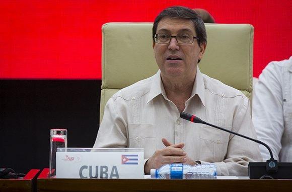Respaldamos las iniciativas de diálogo promovidas por México, CARICOM, Uruguay y Bolivia en el Mecanismo de Montevideo. Favorecemos cualquier iniciativa apegada Derecho Intl. que contribuya a que los venezolanos en ejercicio de su soberanía y libre determinación hallen soluciones