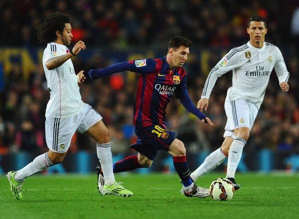 """""""O Messi é bizarro, tipo, eu sempre falo com alguns amigos meus,a gente tem que dar graças a Deus que estamos vivendo na mesma época que Messi e Cristiano Ronaldo.Hoje em dia estamos acostumados, o Cristiano faz três e o Messi vai lá e faz quatro, isso não é normal."""" - Marcelo"""