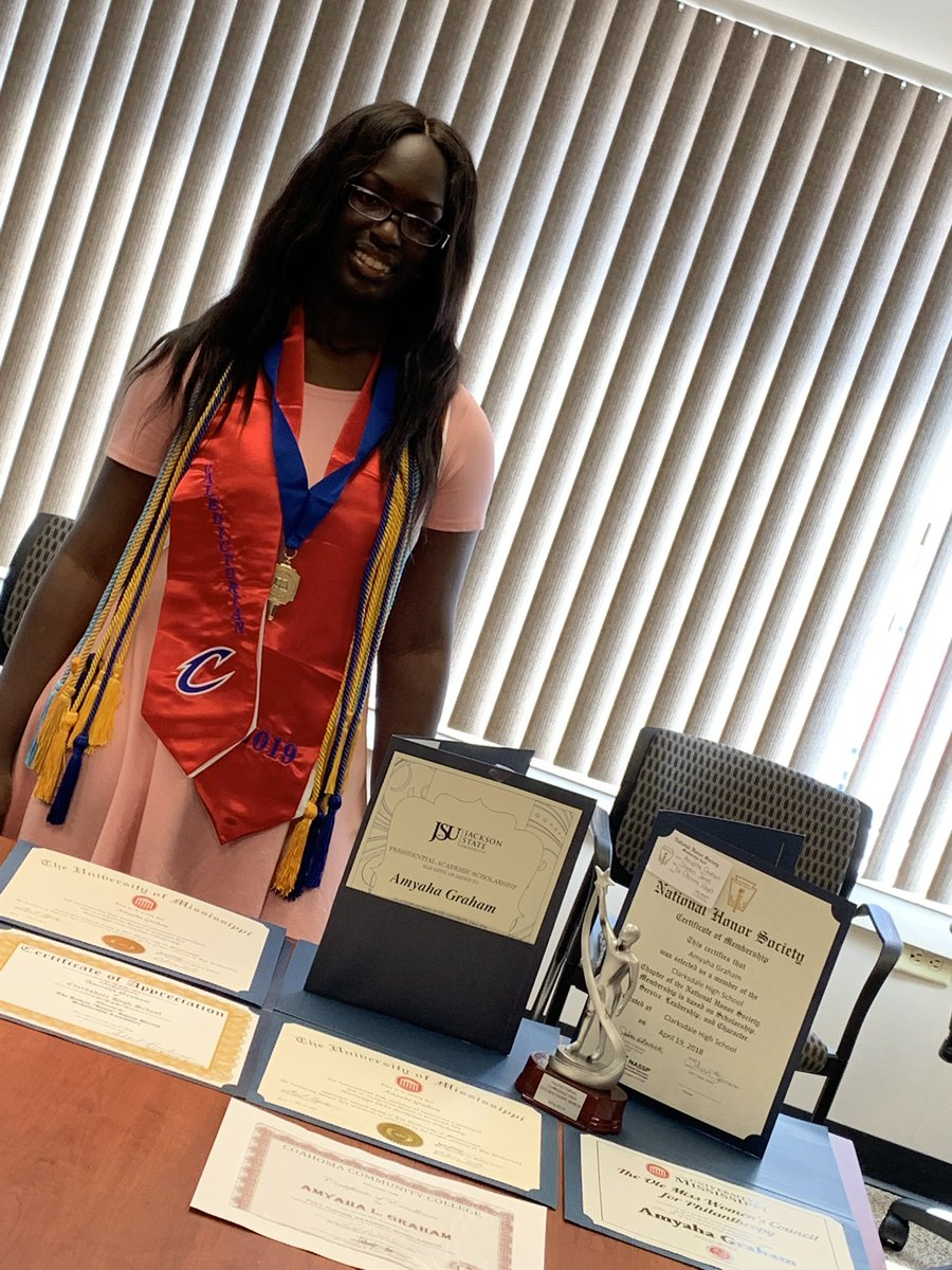 I am proud to announce that I am the Clarksdale High School VALEDICTORIAN 30 ACT 4.27 GPA 15 College Credits AP/Honor Student Honors w/ Distinction Graduate  MS STAR Student Highest Avg in ALL major subjects Over $427,000 in scholarship offers <br>http://pic.twitter.com/JXUXYEDM7z
