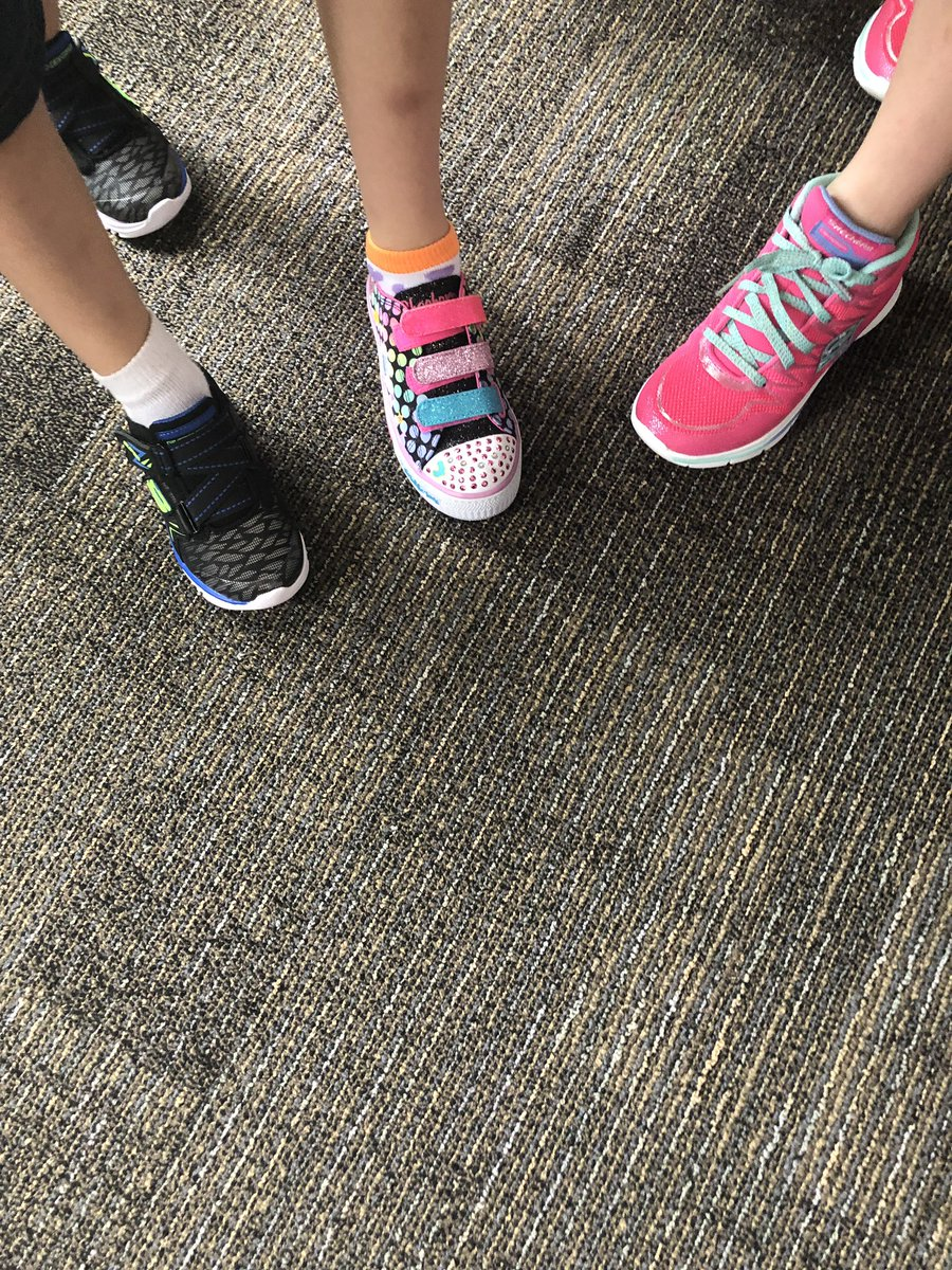 Commons Kids Tri and Brave Heart Multisport in partnership with Sole Loved. Thank you for flooding our students w/ new  @HumbleISD_EGE .<br>http://pic.twitter.com/VXYYUb9W5B