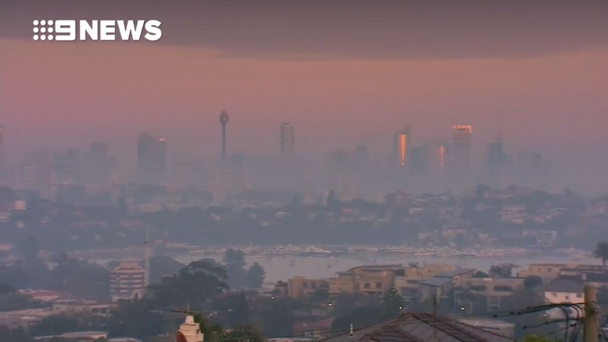 SYDNEYSIDERS: If experiencing false alarms from your smoke detectors with the smoke haze, take the opportunity to give them a clean. Our advice here: https://t.co/pusuu9PJX0 (Image @9NewsAUS) #SydneySmoke