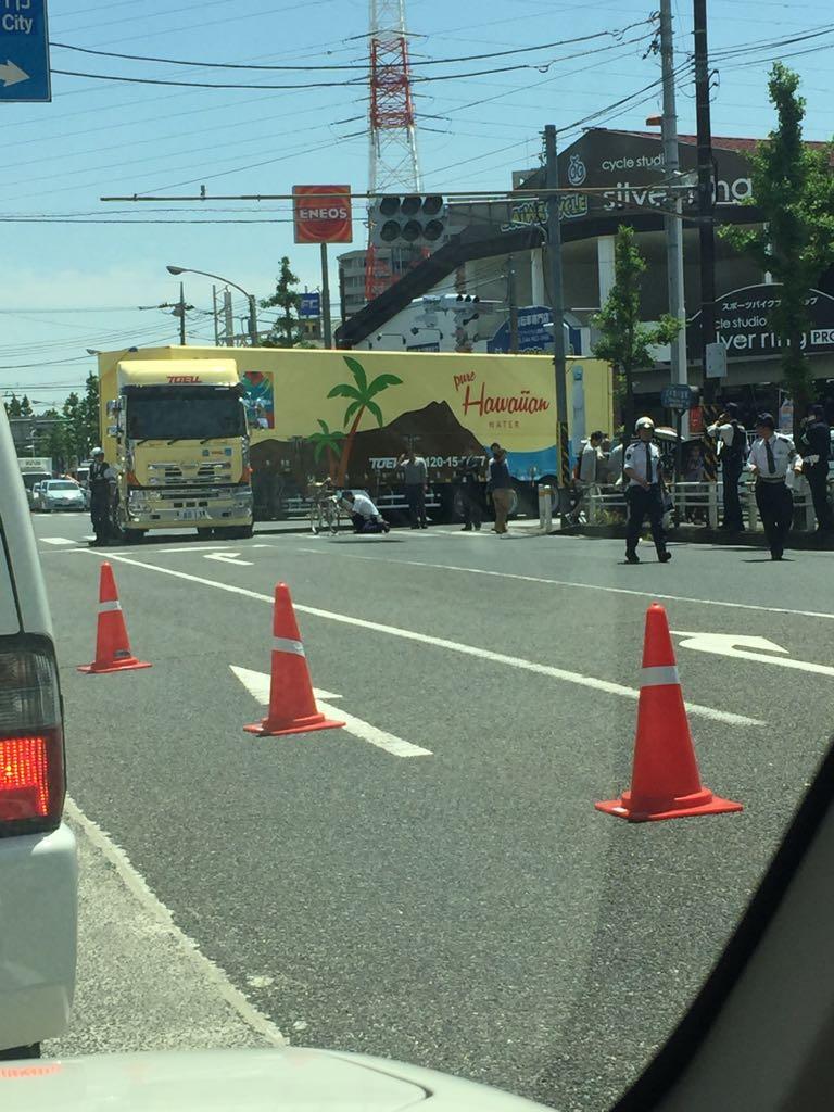 川崎市高津区野川の尻手黒川道路で事故の現場画像