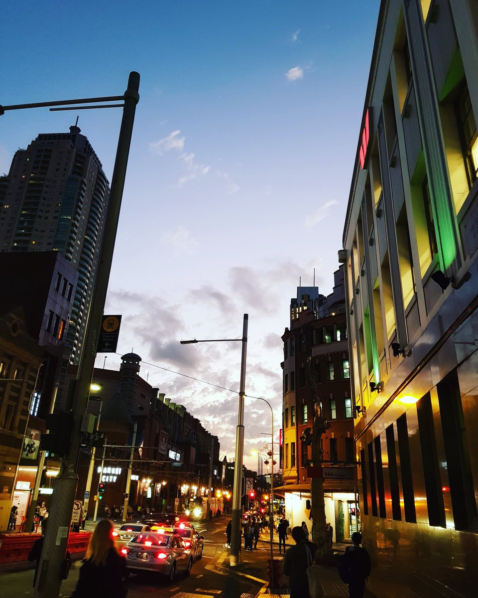 And sometimes...  #citylife #sunset #sydneyaustralia https://t.co/cwigcNLaQ6