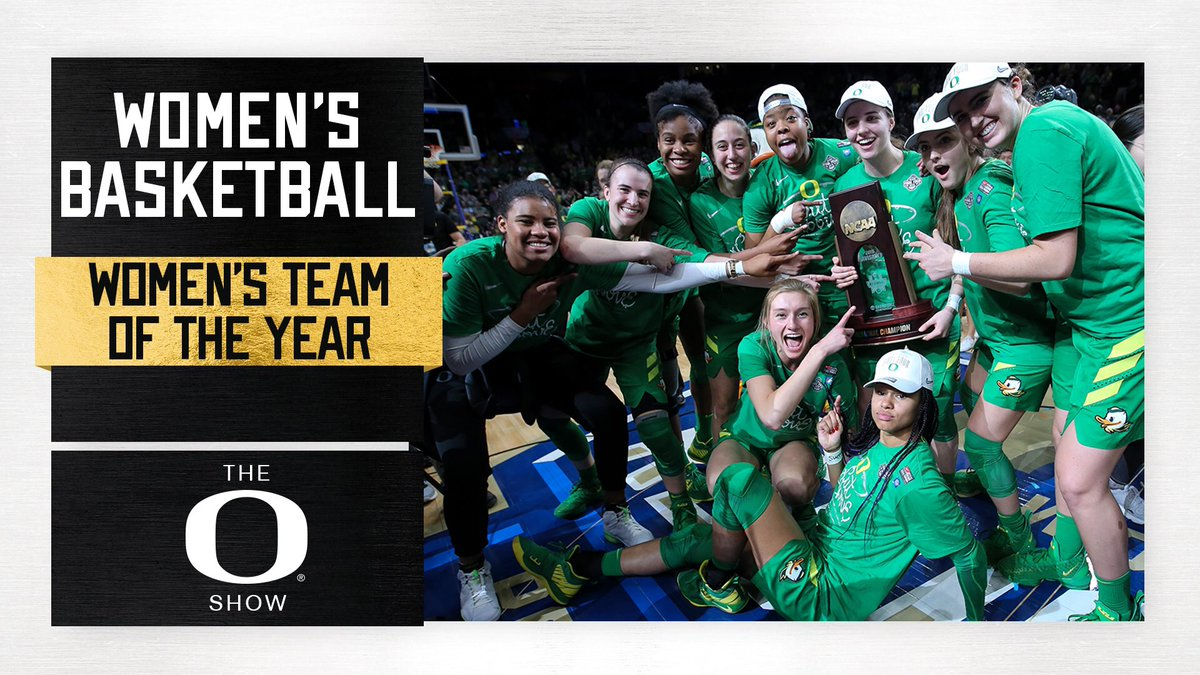 One more for the squad at tonight's O Show, and it truly was for the squad: Our Final Four team was named women's team of the year for 2018-19 at Oregon. #GoDucks<br>http://pic.twitter.com/1duD7ZzyYP