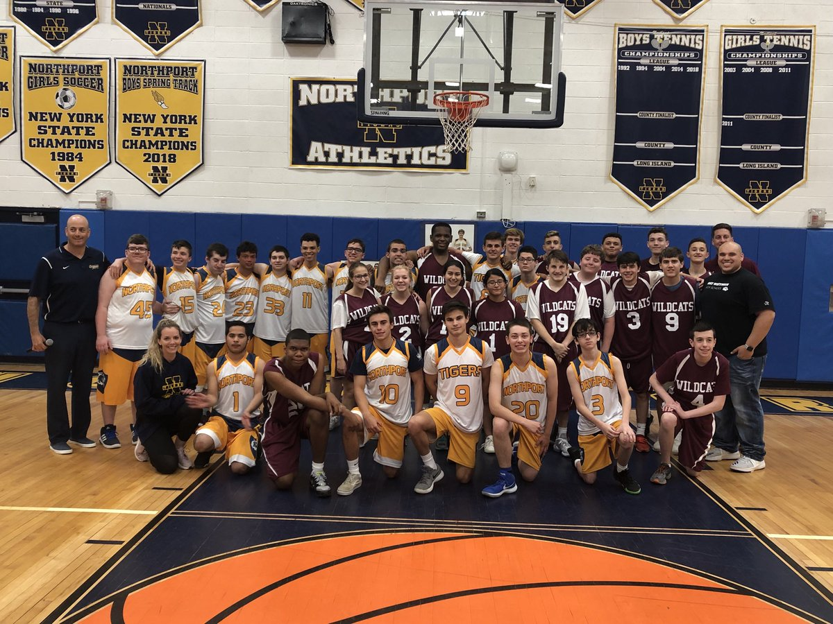 What's better than the sportsmanship and good vibe after ⁦@UnifiedSportsNY⁩ Hoops contest with our friends at Northport? #notmuch. ⁦@WWHSSprts⁩ ⁦@SectXISuffolk⁩
