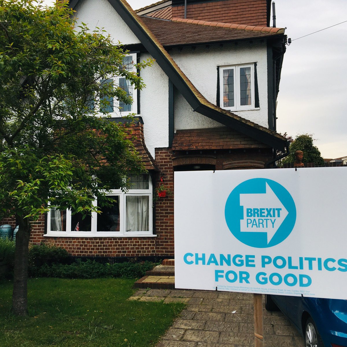 The first Brexit Party street sign in the Lib Dem held  constituency of Twickenham. <br>http://pic.twitter.com/KEcMsgcZ0Q