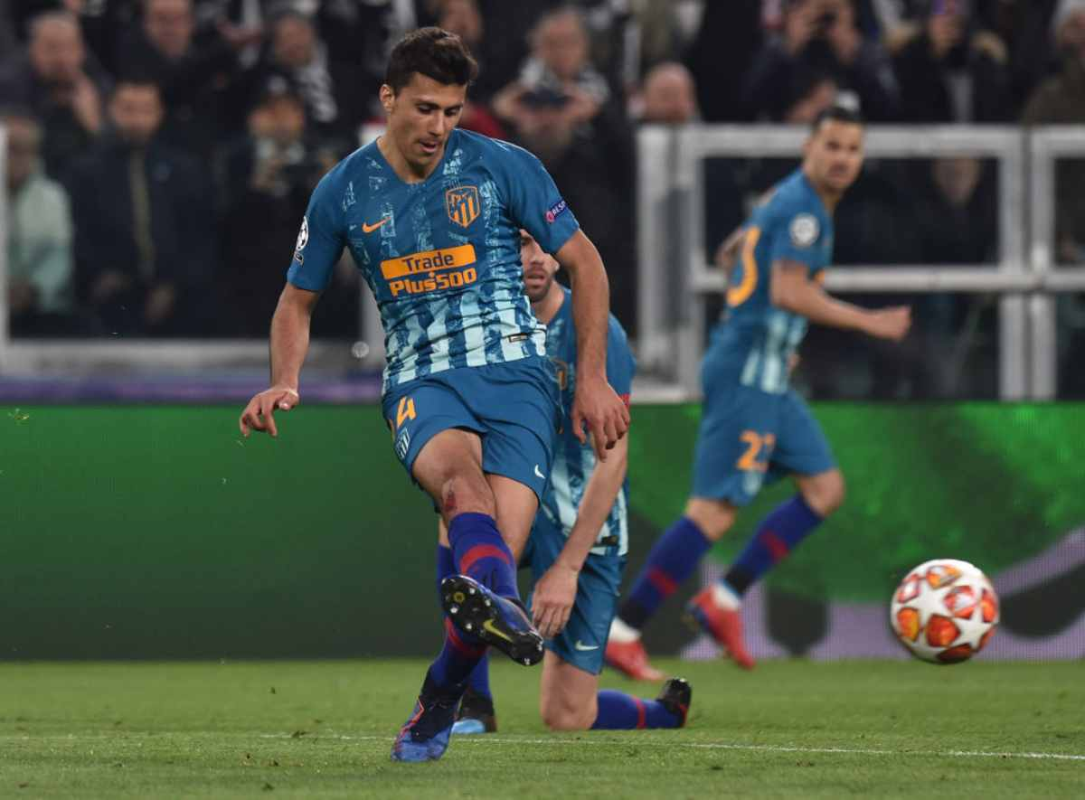 """Guillem Balague:  """"As we know, Manchester City are willing to pay his [Rodri] buyout clause, It's up to Rodri what he wants to do next. He will get better paid certainly at City, but he wants to hear from Atletico Madrid first.""""  [via YouTube: Guillem Balague]"""