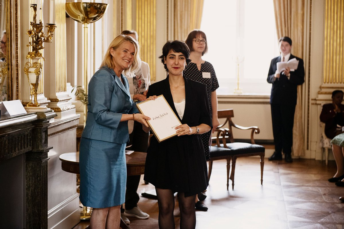 Grattis  Salma Kikhia, student @llundsuni mastersprogram i folkhälsa, som tilldelas Global Swede-diplom av Utrikesdepartementet och Svenska institutet. #svenskainstitutet #globalswede https://www.lu.se/article/lundastudent-tilldelas-global-swede-2019…