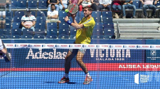 Volea de revés de Lucho Capra en los dieciseisavos del Jaén Open