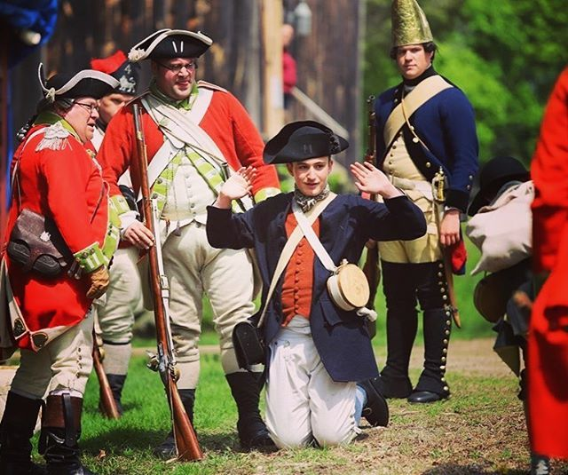A member of our regiment coat ref handed by the 54th regiment and hessians! #massachusetts #reenactment #newengland #revolutionarywar #revolutionarywar #hessian https://t.co/DPsoJBZvyU