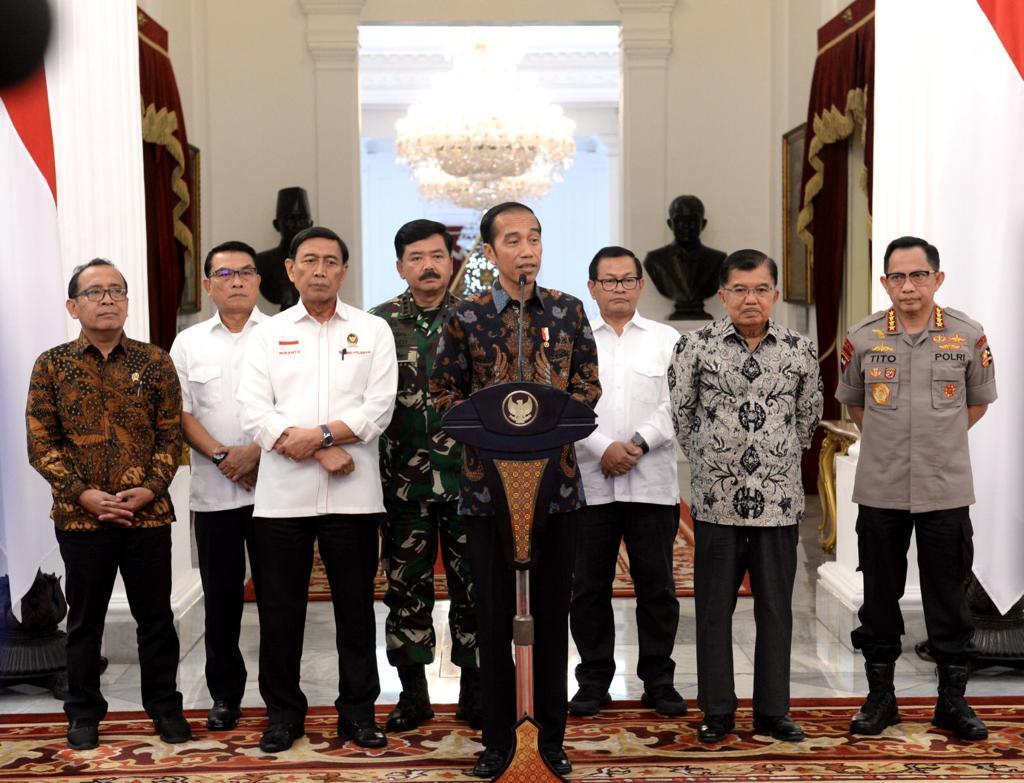 Saat ini, situasi masih terkendali. Saya berharap masyarakat tak perlu khawatir.  Saya mengajak masyarakat merajut kembali persatuan, persaudaraan, dan kerukunan kita, karena Indonesia adalah rumah milik bersama.