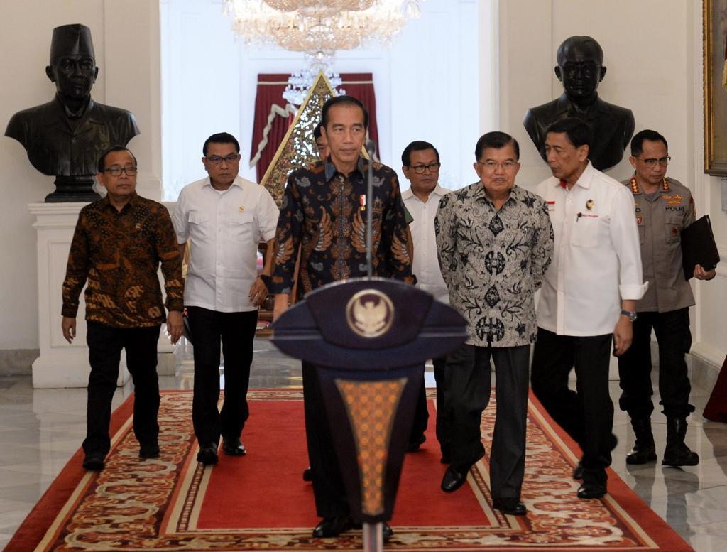 Kita tidak akan memberikan ruang untuk perusuh-perusuh yang akan merusak negara kita, Negara Kesatuan Republik Indonesia.   Tidak ada pilihan, TNI dan Polri akan menindak tegas sesuai dengan aturan hukum yang berlaku.