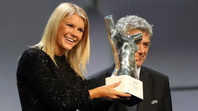 """""""Winning all these trophies and having all this success gives you a voice. It's not about me. It's never been about me. It's about getting the change for our sport"""" @AdaStolsmo of @OLfeminin, BBC Women's Footballer of the Year for the second time #BBCWFOTY https://t.co/5AgZADJTXE https://t.co/SyXbzdiB4h"""